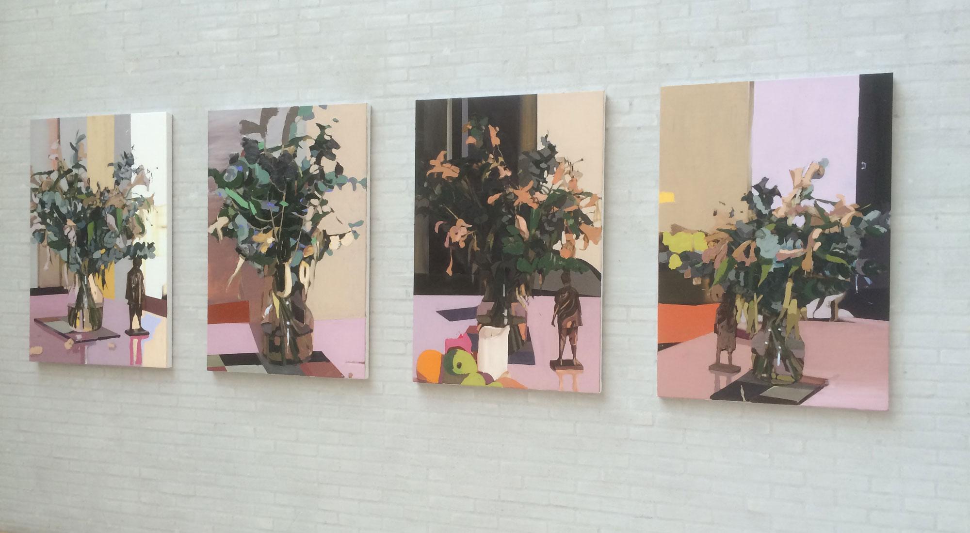 """Fire malerier af blomsterbuketter fra udstillingen """"The Siege of"""" med Erik A. Frandsen på Himmerlands Kunstmuseum"""
