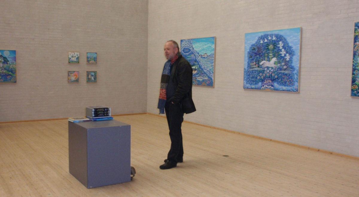 """Esben Hanefeldt taler på udstillingen """"60 år som menneske - 40 år som kunstner"""" med Esben Hanefeldt på Himmerlands Kunstmuseum"""