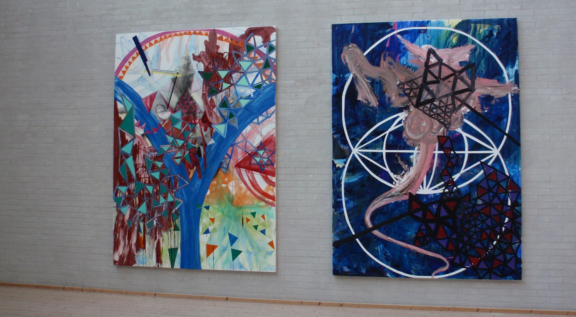 """To abstrakte billeder fra udstillingen """"Portal"""" med Jonas Hvid Søndergaard på Himmerlands Kunstmuseum"""