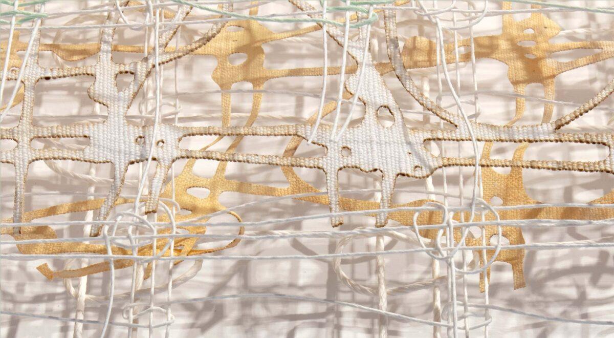 Billede af vævede tråde fra udstillingen Åben Lys med Fynske Kunsthåndværkere
